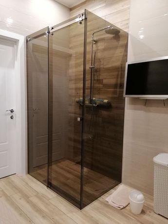Душевые кабины из закаленного стекла, шторы в ванную, зеркала.