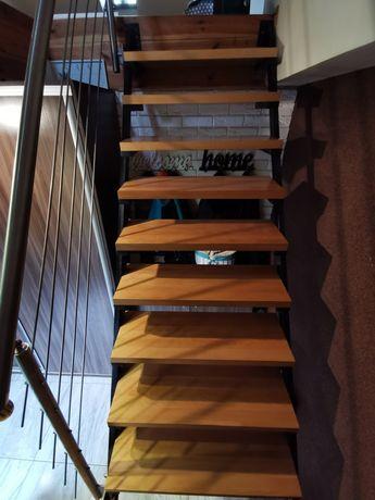 Schody wewnętrzne metalowa konstrukcja loftowe