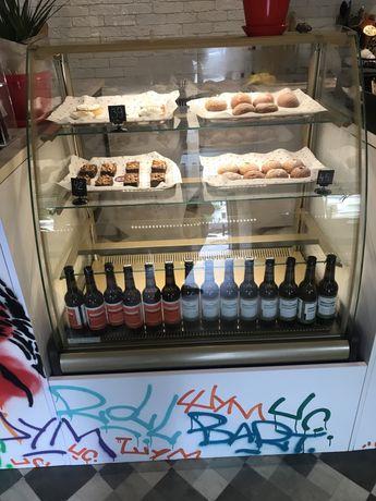 Продам Холодильную витрину Carboma BXCв-0,9 д)