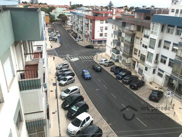 T2 remodelado, junto ao centro histórico de Oeiras com vi...