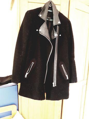 Oddam płaszcz Amisu do regeneracji