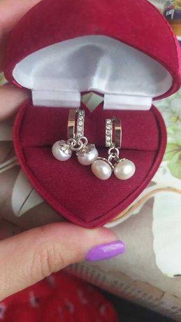 Нежные серебряные серьги с жемчугом и вставками золота!