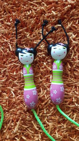 OFERTA PORTES-Corda de Saltar de Criança com Bonecas Chinesas Madeira