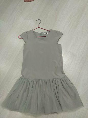 Очень красивое и нарядное платье 10-11 лет