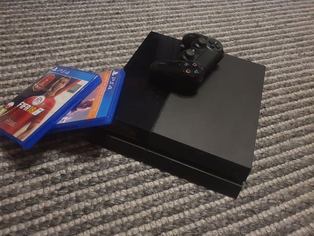 Play station 4 500GB 2 gry