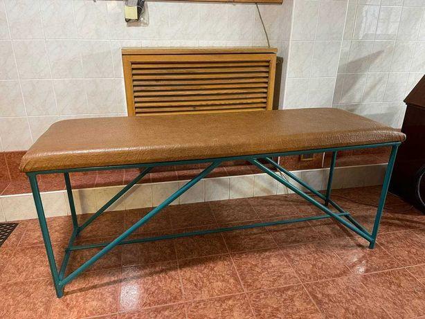 Массажный стол в хорошем состояние