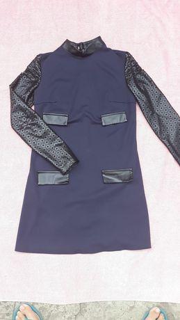 Плаття синє з карманами