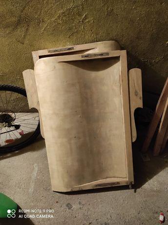 Drewniane łóżko i szafa do renowacji