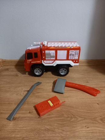 Zabawkowy wóz strażacki z plasyikowym zestawem małego strażaka