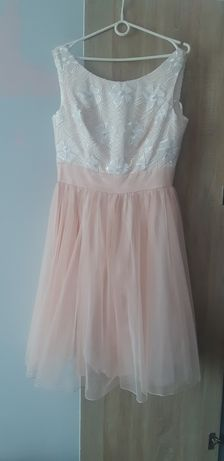 Sukienka brzoskwiniowa z koronką