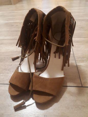 Nowe buty szpilki boho