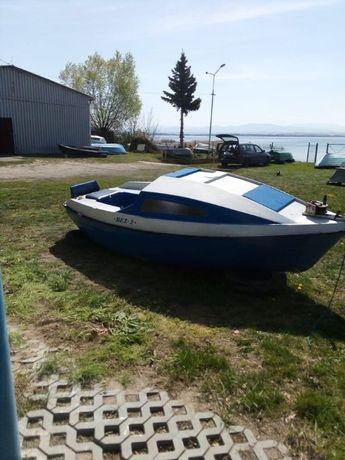 Łódka kabinowa Bez 2, jacht