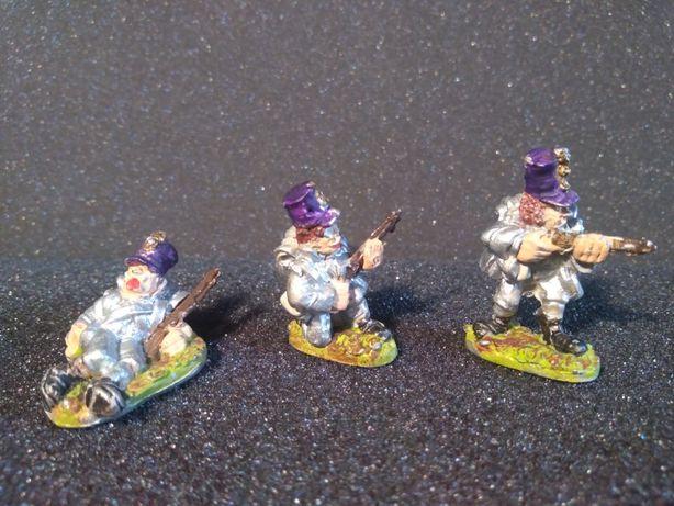 3 mini soldados de chumbo antigos