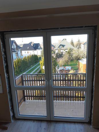 Okno balkonowe z ościeżnicą
