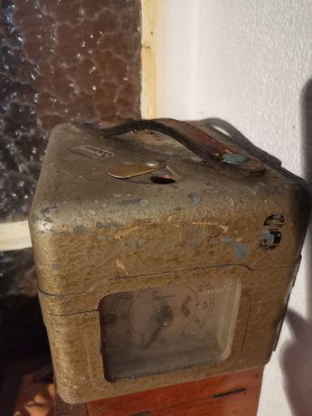 Relógio antigo de pombos correios