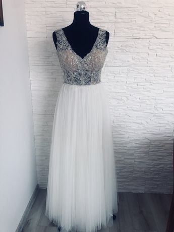 Suknia Ślubna delikatna zdobiona
