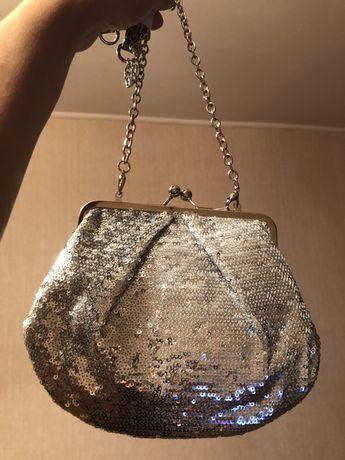Сумка - клатч очень красивый серебряный и черный