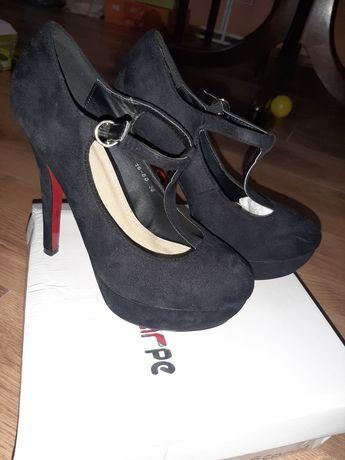 Sprzedam buty na obcasie