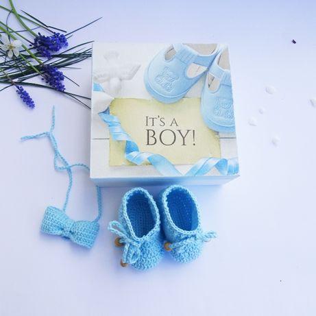 Zestaw buciki, muszka i pudełko/ chrzest/prezent baby shower.