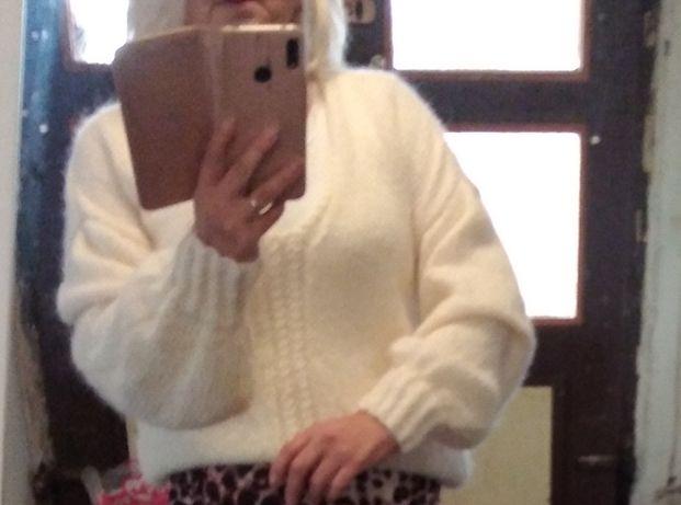 Piękny moherowy sweterek ecru