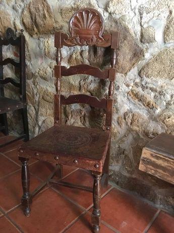 Cadeira de Madeira e Couro . Vintage
