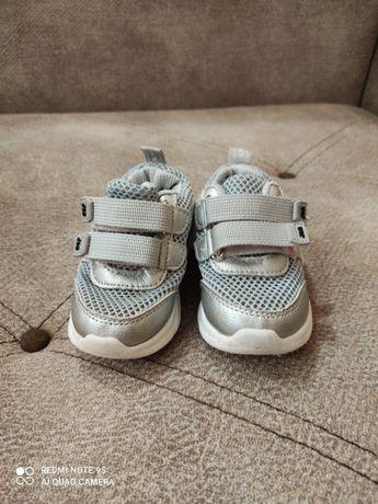 Дитячі кросівки стан хороший