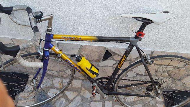 Bicicleta Giant de competição em carbono