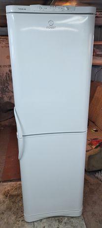 Продам холодильник Indesit двух-компрессорный