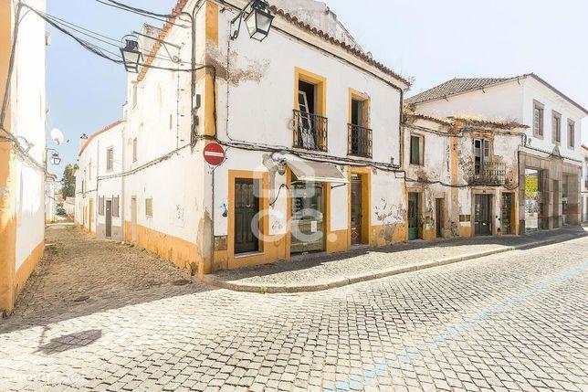Espaço comercial na Rua de Serpa Pinto   Centro Histórico de Évora