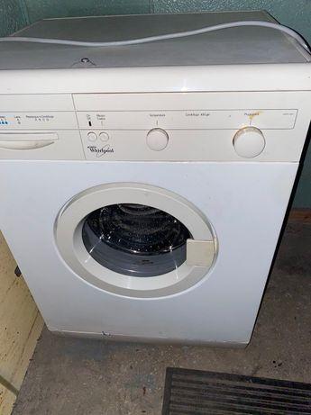 Продам стиральную машинку Whirlpool в рабочем состоянии