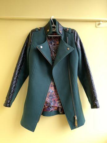 Пальто зеленное демисезон