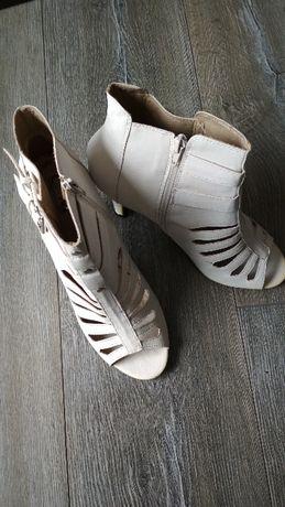 Świetne buciki r. 40