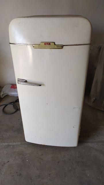 Холодильник Зил Хорошо подойдёт для ресторана , кафе как раритет.