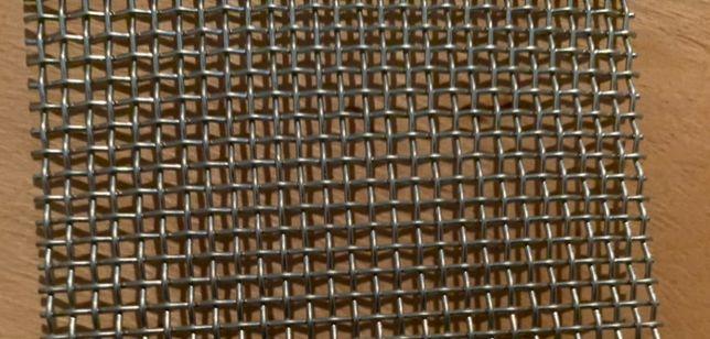 Продам оцинкованую тканную сетку ячейка маленькая