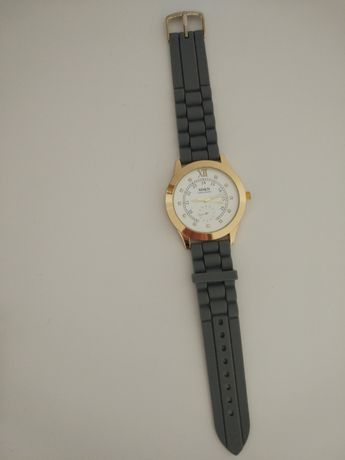 Relógio cinzento