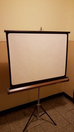 Ekrany projekcyjne przenośne