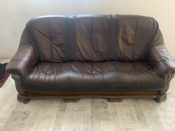 Sofa skorzana w ramie drewnianej