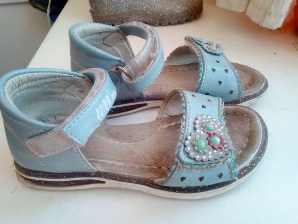 Продам босоножки сандалии сандалики на девочку