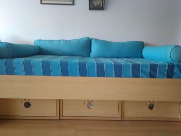 Cama/sofá praticamente sem uso, impecável