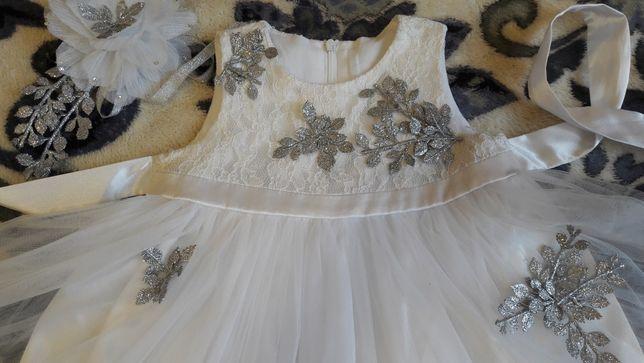 Платье нарядное новогднее Снежинки Принцесы на 2-4 года со шляпкой