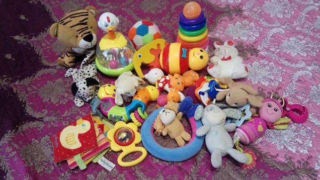 Набор развивающих игрушек для малышей