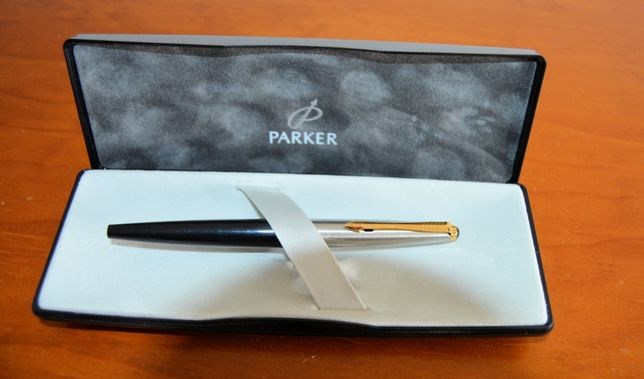 Caneta Parker lacada com aparo de ouro