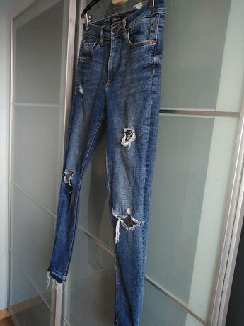 Spodnie z przetarciami Bershka
