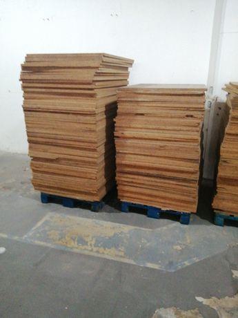Placas de madeira aglomerada