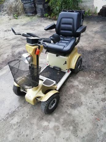 Електроскутер для інвалідів.