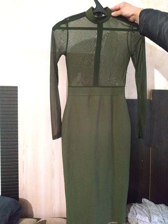 Шикарное платье темно-зеленого цвета