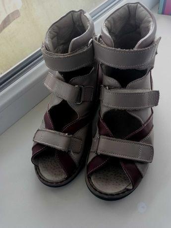 Ортопедические сандали для мальчика
