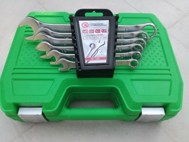 Набор инструментов и набор комбинированных ключей.