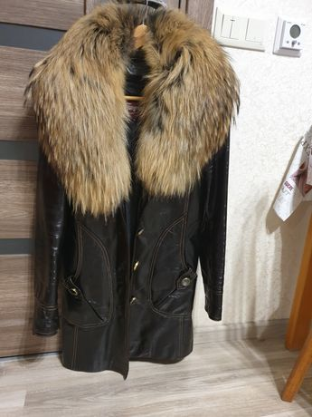 Шкіряна куртка ,з натуральнтю підстьожкою в ідеальному с-ні Вайбер ниж