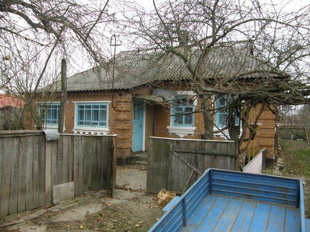 Хата с. Дяківці з земельною ділянкою, літня кухня, погріб, криниця.